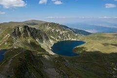 Landskap av ögat och njure sjöarna, de sju Rila sjöarna, Bulgarien Arkivfoto