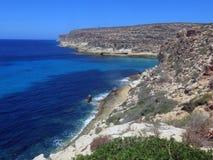 Landskap av ön av Lampedusa i Italien royaltyfria bilder