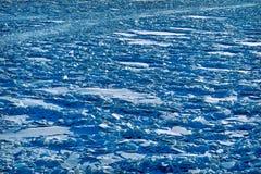 Landskap av abstrakt textur av den brutna isen Fotografering för Bildbyråer