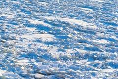 Landskap av abstrakt textur av den brutna isen Arkivbilder