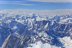 Landskap av alpina fjällängar Royaltyfria Bilder