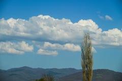 Landskap av berg och moln Royaltyfri Bild