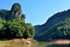 Landskap av berg och sjön Royaltyfri Bild