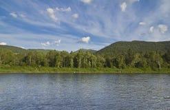 Landskap av bergfloden Royaltyfri Bild
