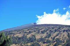 Landskap av bergmaximumet av Rinjani Arkivfoto