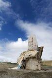 Landskap av bergpasserandet i Tibet royaltyfri fotografi