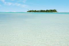 Landskap av bröllopsresaön i den Aitutaki lagunkocken Islands Arkivbild