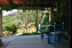 Landskap av bygd av en veranda med träskjulet Royaltyfri Fotografi