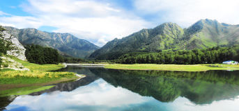 Landskap av de Altai bergen Royaltyfria Bilder