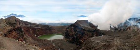 Landskap av den aktiva vulkan Gorely på Kamchatka Arkivbilder