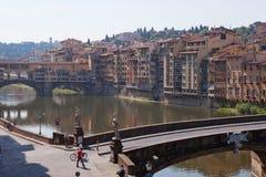 Landskap av den Arno flodstranden, Florence Arkivfoton