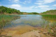 Landskap av den blåa lagun sjön Arkivfoto
