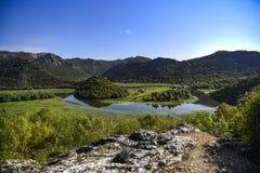 Landskap av den Crnojevica floden i Montenegro royaltyfri fotografi