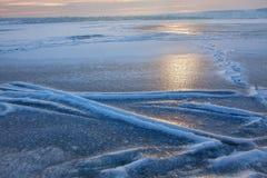 Landskap av den djupfrysta sjön Royaltyfria Bilder