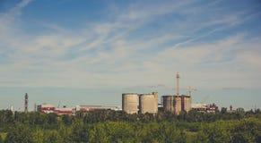 Landskap av den industriella zonen, fabriker, företag Royaltyfri Bild