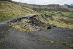 Landskap av den kollapsade vägen A625 i det maximala området UK Arkivfoton