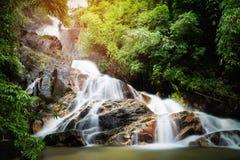 Landskap av den Krating vattenfallet, Thailand Arkivbild