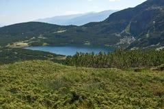 Landskap av den lägre sjön, de sju Rila sjöarna, Bulgarien Arkivbild