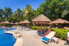 Landskap av den lyxiga simbassängen på RIU-tequilaen Fotografering för Bildbyråer