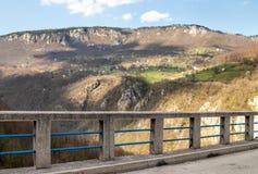 Landskap av den Montenegro - Djurdjevica Tara bron royaltyfria bilder