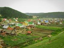 Landskap av den ryska byn i sommardag Fotografering för Bildbyråer