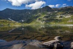 Landskap av den tvilling- sjön, de sju Rila sjöarna, Bulgarien Royaltyfri Bild