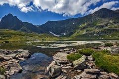 Landskap av den tvilling- sjön, de sju Rila sjöarna, Bulgarien Arkivfoto