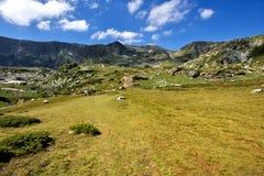 Landskap av det Rila berget nära, de sju Rila sjöarna, Bulgari Arkivbilder