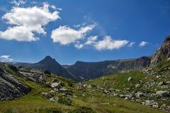 Landskap av det Rila berget nära de sju Rila sjöarna, Bulgarien Royaltyfri Bild