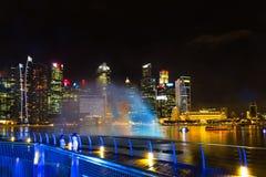 Landskap av det Singapore Marina Bay hotellet, bro, museum och Royaltyfri Fotografi