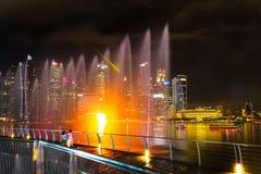 Landskap av det Singapore Marina Bay hotellet, bro, museum och Fotografering för Bildbyråer