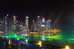 Landskap av det Singapore Marina Bay hotellet, bro, museum och Royaltyfri Bild