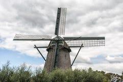 Landskap av en holländsk väderkvarn arkivfoton