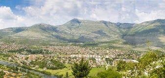 Landskap av en liten stad Arkivfoton