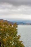 Landskap av en sjö Arkivbilder