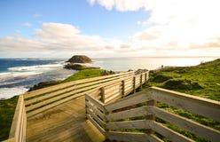 Landskap av en walkpath längs kusten på Noben Royaltyfri Foto