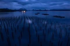 Landskap av förbudet Sam Chong Tai Village med ostronlantgårdarna på royaltyfri foto
