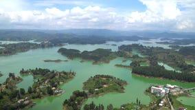 Landskap av Guatape, Antioquia Colombia stock video