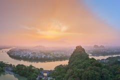Landskap av Guilin, Li River och Karstberg Lokaliserat nära det Yangshuo länet, Guangxi landskap, Kina Royaltyfri Foto
