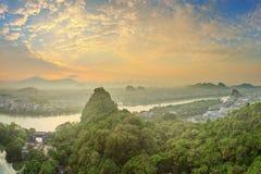 Landskap av Guilin, Li River och Karstberg Lokaliserat nära det Yangshuo länet, Guangxi landskap, Kina Royaltyfri Fotografi