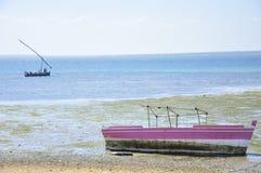 Landskap av havet och fartyget i Mocambique Arkivfoto
