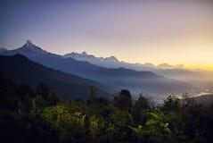 Landskap av Himalayan berg arkivbilder