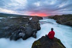 Landskap av Island med den Godafoss vattenfallet royaltyfria bilder