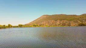 Landskap av Kaiafa sjön i Grekland En berömd touristic destination lager videofilmer