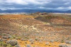 Landskap av kanarief?gel?ar med berg och endemiskv?xter, Tenerife, kanarief?gel?ar, Spanien - bild fotografering för bildbyråer