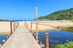 Landskap av Karon och Kata Beaches med bakgrund för blå himmel på Phuket Arkivfoto
