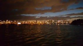 landskap av kusten av Miami, Florida på natten fotografering för bildbyråer