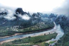 Landskap av Li River & x28; 演江& x29; från det XiangGong berget & x28; ¬å±±& x29 för ç› ¸å…; Arkivfoto