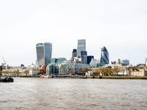 Landskap av London skyskrapor med Thames River Arkivbilder