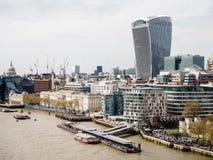 Landskap av London skyskrapor med Thames River, UK Arkivfoto